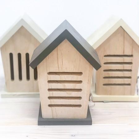 Dřevěný domeček pro berušky šedý